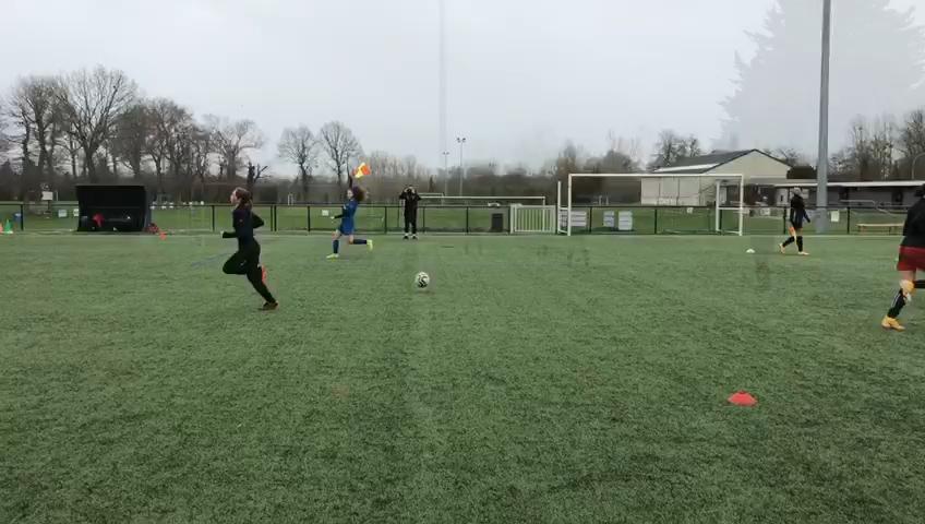 Pôle Jeunes. Entre règle du hors-jeu et culture foot, un entraînement au rythme du PEF pour les U18F